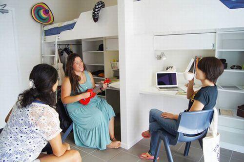 多国籍の学生と一つ屋根の下で、部屋の中でもずっと英語で生活ができます。