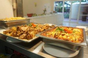 SPCケアンズの学生寮の食事はとても豪華