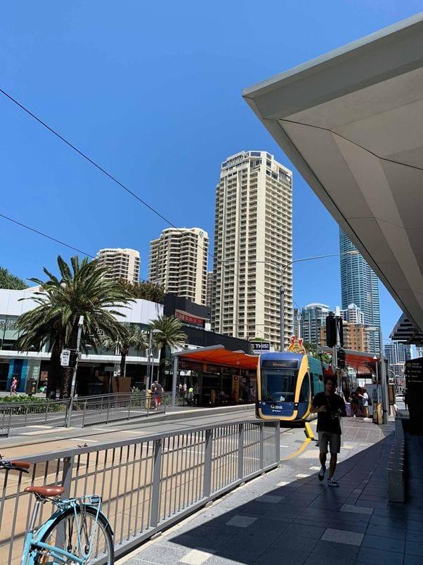 トラムとバスが主要交通機関です。バスは細かいエリアを網羅しており、ローカルに人気。
