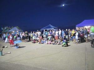 夜も賑やかなサーファーズパラダイスは大道芸人たちがたくさん。