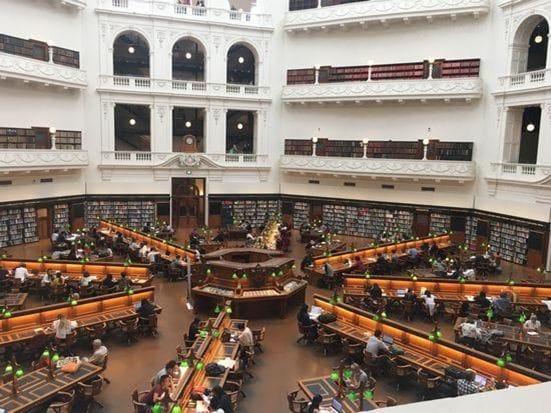 こう見えて、図書館です!オーストラリアで一番かっこいい!ビクトリア州立図書館