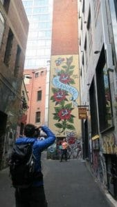 観光客も多く訪れるメルボルンのアートストリート