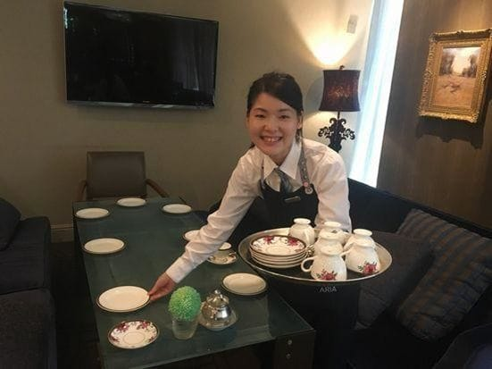 アルバイト中のお客様のお写真を撮らせて頂きました。ホテルの仕事が多いのもメルボルンならでは。