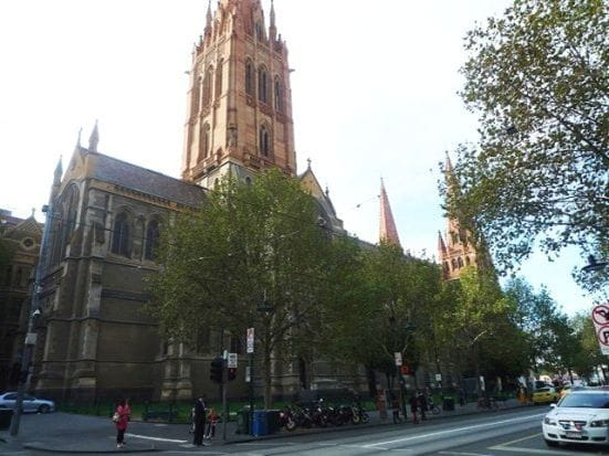 街中にはこうした教会がたくさんあります。中に入ると別世界。