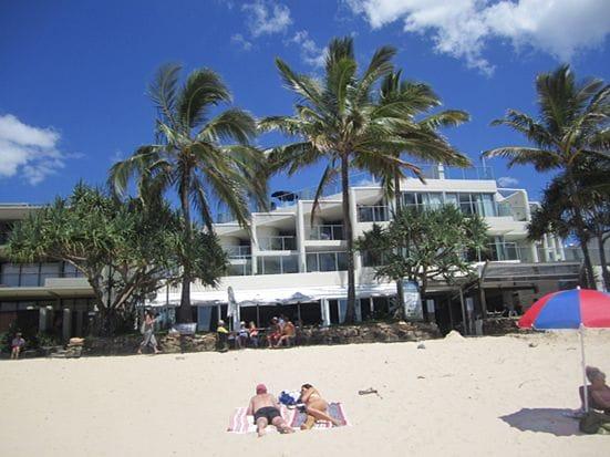 街にはツーリスト向けとローカル向けの2種類のビーチがあります。