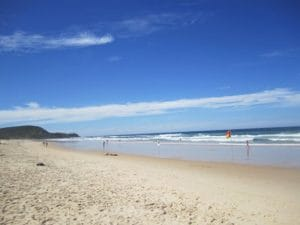 ひろ~いビーチはヌーサならでは。サーフィンやるには最高ですね。学生さんたちも必ず立ち寄るビーチです。
