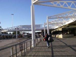 バス、 電車、フェリーがパースの移動手段です。