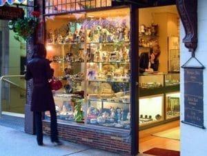 街中には可愛らしいお店が多いです