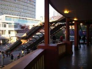 駅にはたくさんの電車が乗り入れています