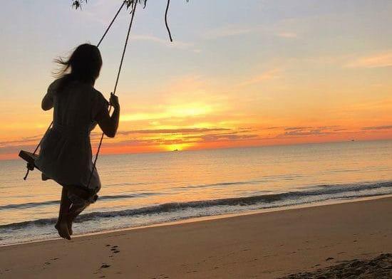 こんなブランコもあります。ケアンズの夕日を眺めながら童心に戻れるのはビーチエリアならでは。