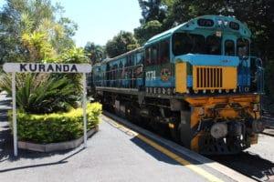 キュランダ鉄道は絵本の中に出てくる機関車みたい