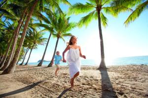 ケアンズではビーチは子供たちにとって日常の遊び場。
