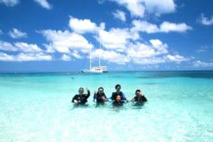 ミコマスケイ島。白い砂浜と、空の青さは最高です。クルーズのランチもとてもおいしいです。