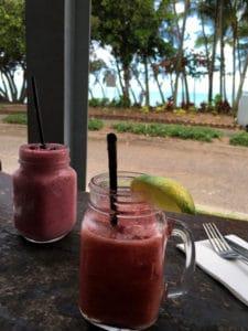 海を眺めながらカフェでぼ~~とするのも素敵