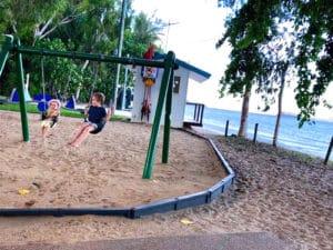 ケアンズのビーチ沿いには必ずこういう公園があります