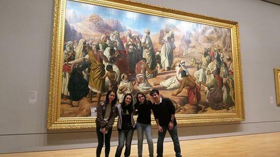 アクティビティでは美術館にも行きます