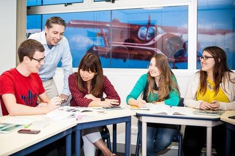 みんな和気あいあいと楽しく授業中を受けています。