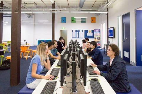 学生が自由に使えるパソコン