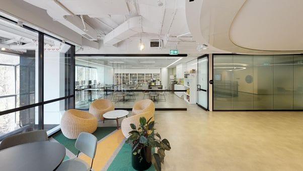 シドニー市内のキャンパスは、ビジネス街の中心タウンホール駅から徒歩1分