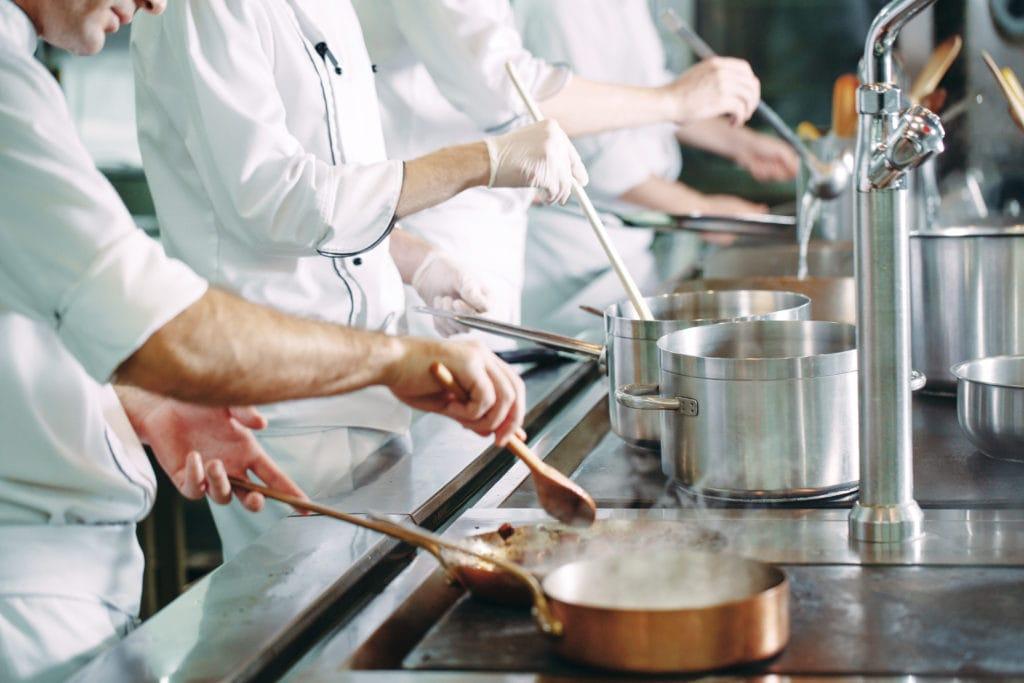 名門学校で世界に通じる調理師を目指す