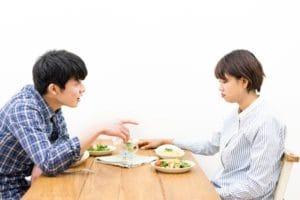 友達と恋人では態度が変わる人もたくさんいます。