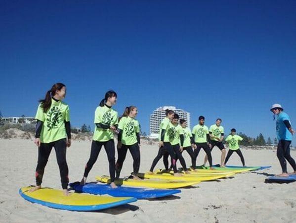 人気のサーフィンのアクティビティ