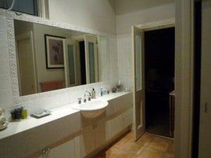 ホストファミリー宅の豪華な洗面台