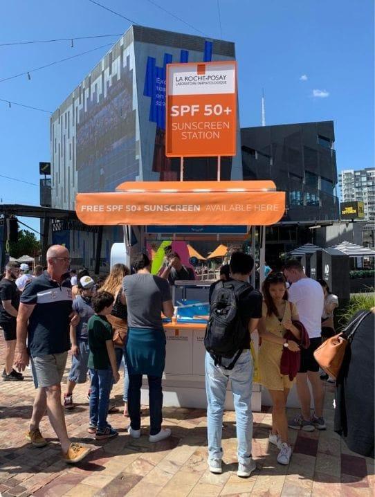 オーストラリアでは街のあちらこちらに、日焼け止めグッズがおいてあるので便利