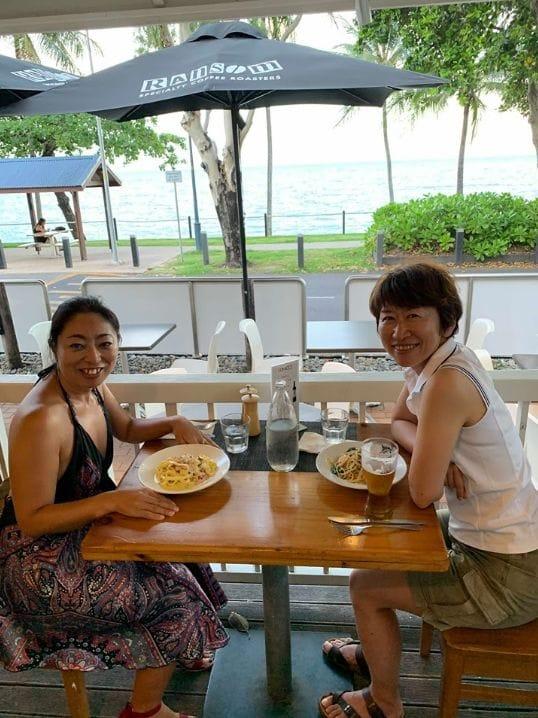 日本の女性とは違い、現地ではみんな肌を露出しています。あまり日焼けを気にする人はいません