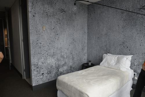 ホテルの部屋のレプリカ。