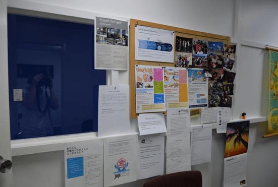 山原さんのオフィス中に、日本語求人情報などが掲載れています。