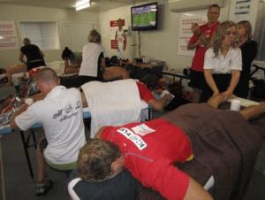 2011年~2012年シーズンに、Gold Coast SUNSというAFL(オーストラリア式フットボールリーグ)のプロ選手に定期的にマッサージを施す実習を行っていました。