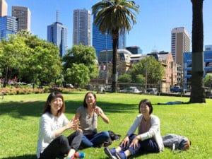 オーストラリア現地のお客様たち。応援ブックの表紙撮影会!