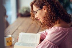 アカデミックレベルになると英語の小説なども読めるようになる