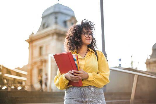 海外の留学をサポートする多様な奨学金があります