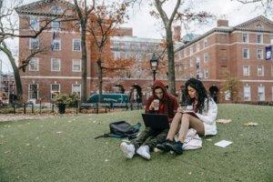 多くのオーストラリアの大学が奨学金制度で学生をサポートしています