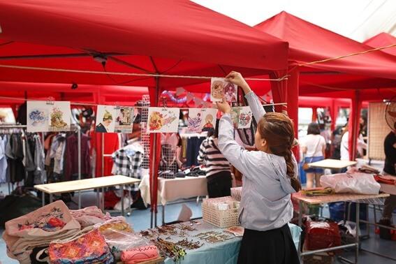 各都市で特色のあるマーケットが開かれています